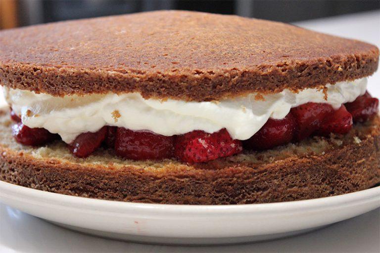 Michelles-Strawberry-Cake-768x512-1